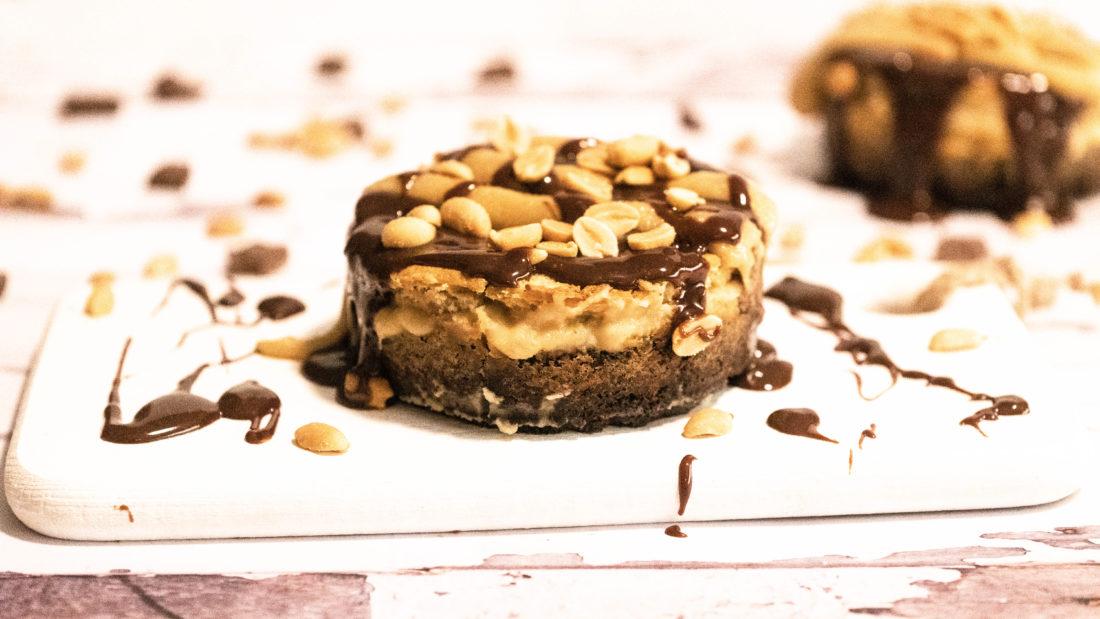 Snickers kake med fløyels myk karamel & salte nøtter.