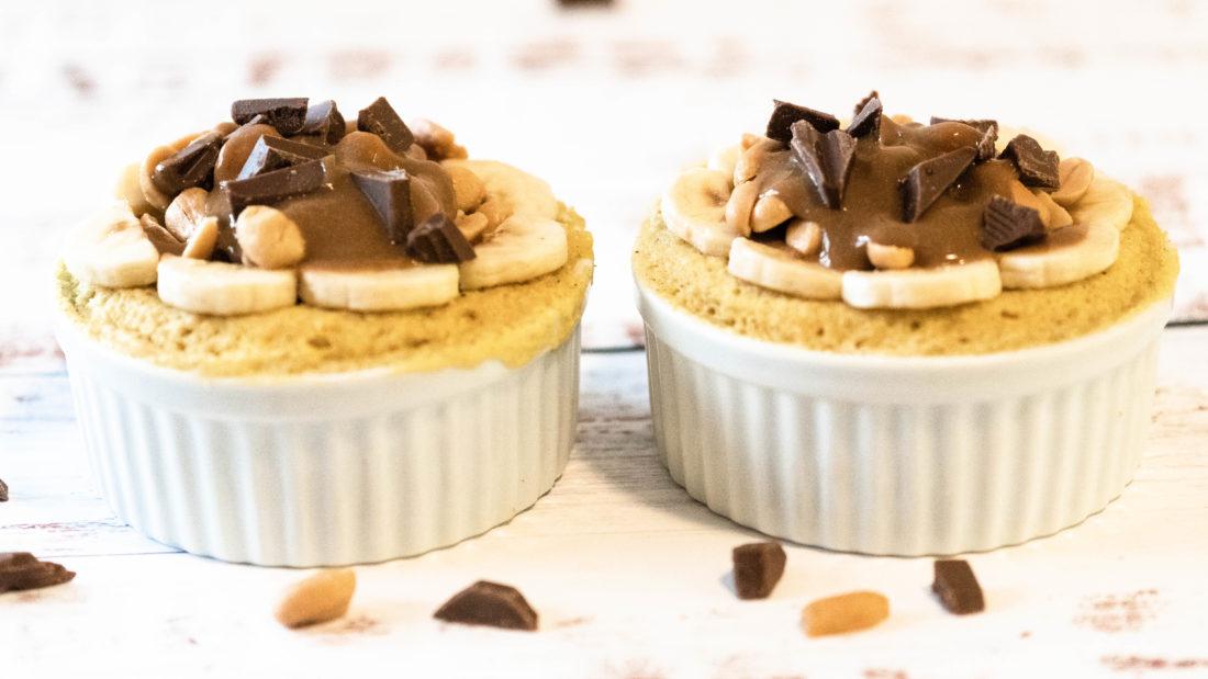 Mini kake med rennende sjokolade & peanøtter på 5 minutt.