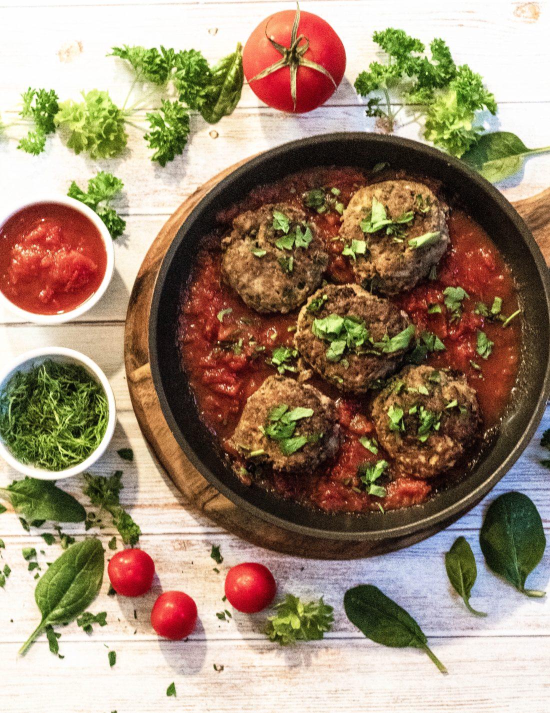 Spicy Kjøttboller i tomatsaus.