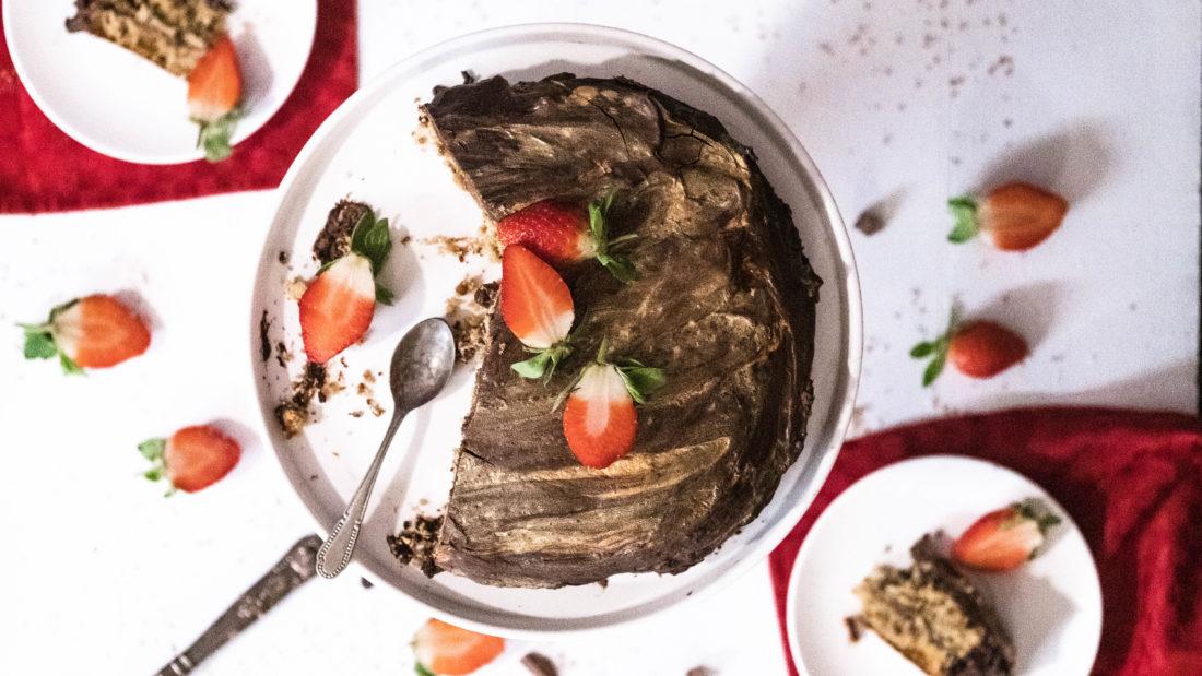 Sjokoladekake med nøtte fyll & sjokolade trekk