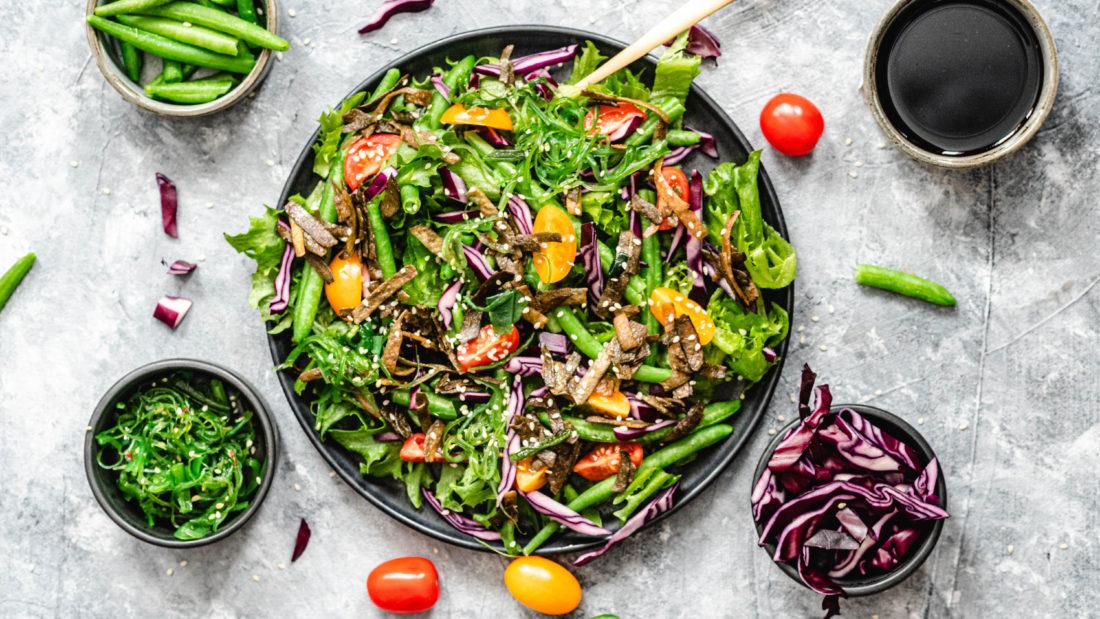 Keto salat med sjø spaghetti & soyasaus