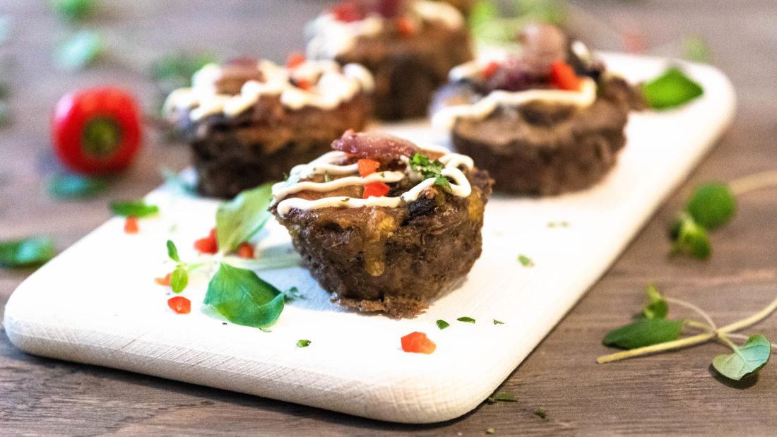 Keto Mini kjøtt muffins med sjampinjong, bacon & toppet med smeltet ost